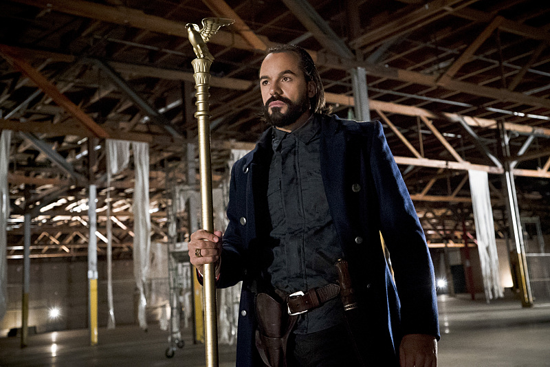 """Arrow -- """"Legends of Yesterday"""" -- Image AR408B_0005b.jpg -- Pictured: Casper Crump as Vandal Savage -- Photo: Katie Yu/ The CW -- © 2015 The CW Network, LLC. All Rights Reserved."""