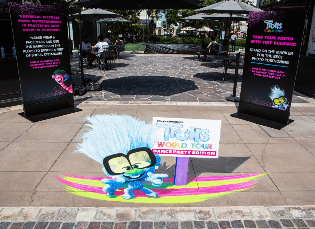 """Check out the super cute 3D """"Tiny Diamond"""" Chalk Installation for TROLLS WORLD TOUR!"""